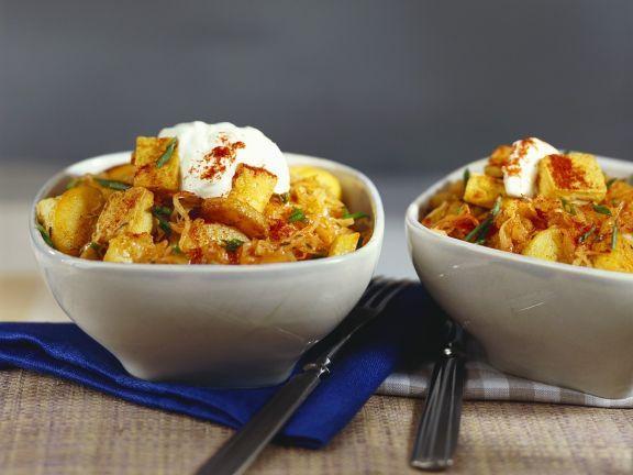 Tofu-Gulasch mit Sauerkraut